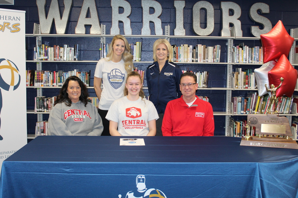 Sami Scholz signs to Central College Volleyball